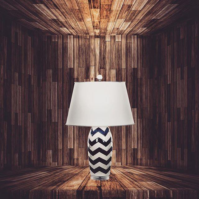 0から作る光と影。箱の継ぎ目や奥行きにに影を落とし、ランプの上から出ていく強めの光と下への光、左右はシェードからふんわりと。最後に色相調整して完了。 - from Instagram